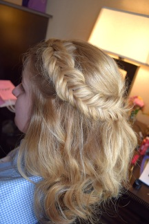 reverse-fishtail-half-up-with-waves